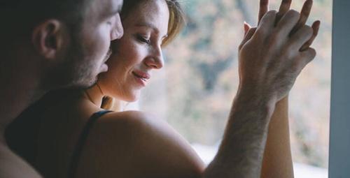 Yılbaşı gecesi cinsel hayatınızı renklendirecek öneriler!