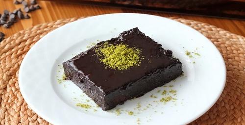 Görselliğiyle mest eder: Browni tadında ıslak kek