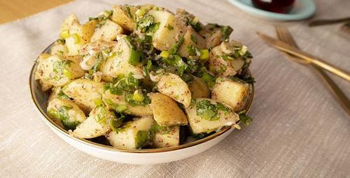En lezzetli ve pratik haliyle: Patates salatası