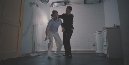 Camdaki Kız 6. Bölüm fragmanı yayınlandı! Feride, Nalan'ı dövüyor!