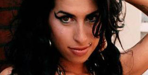 Amy Winehouse öldü!