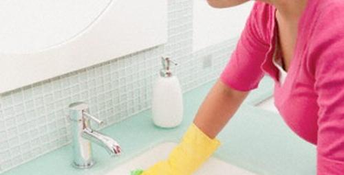 Kötü kokan tıkalı lavaboya ne yapmalı?