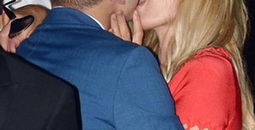 Paris Hilton sapkınlıkta sınır tanımıyor!