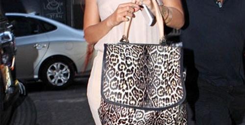 Rihanna'nın leopar desenli çantası