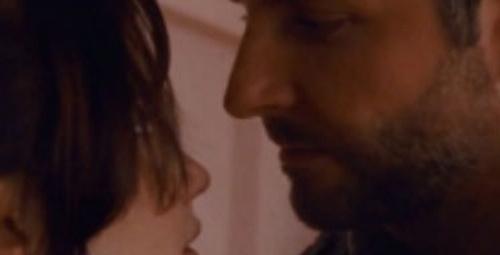 Bradley Cooper öpüşemiyor mu?