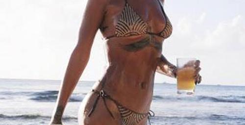 Rihanna'nın seksi bikinisi!