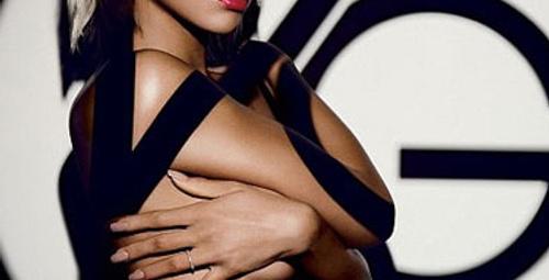Rihanna sosyal sorumluluk için soyundu!