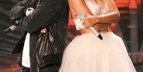 Rihanna sahnesine Eminem sürprizi