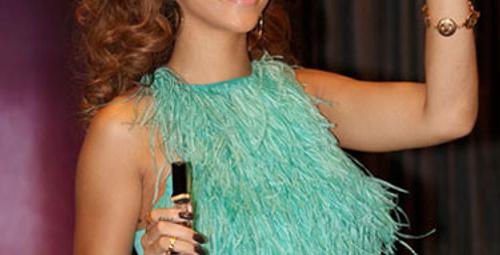 Rihanna'nın parfümü Londra'dan duyuldu!