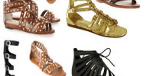 Gladyatör sandaletlere dikkat!