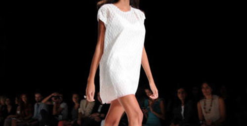 İstanbul Moda Haftası'nda siyah beyaz şıklık