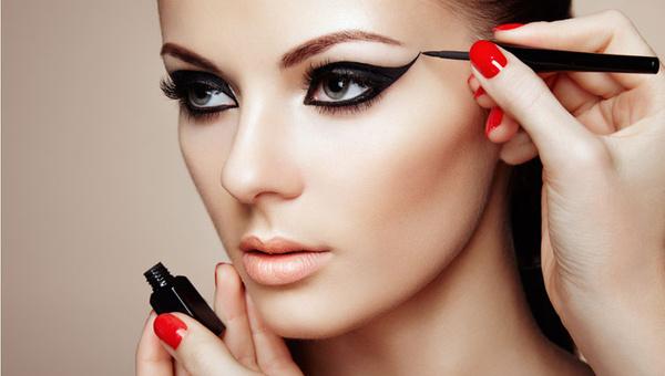 Göz şekline göre eyeliner nasıl çekilir? Eyeliner çekme yöntemleri nelerdir?