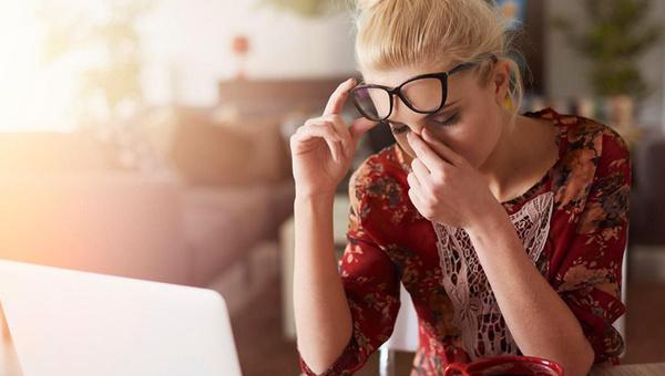 Dijital göz yorgunluğu nedir belirtilere nelerdir tedavisi var mı?