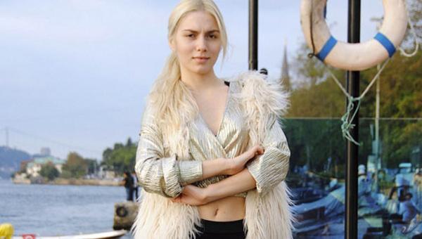Aleyna Tilki Amerika'dan 15 bavul ile döndü Tilki'yi o halde gören şok oldu işte o halleri!