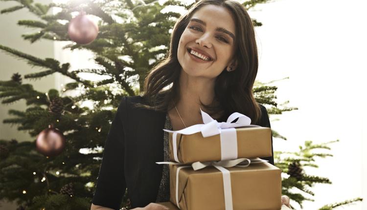 Pandora yılbaşı hediyeleri araştırması kadınlar ipucunu verdikleri hediyeleri istiyor!