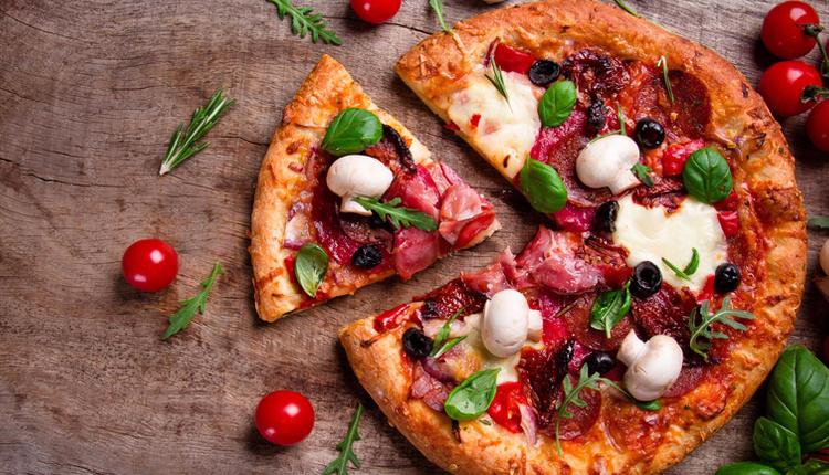 Ev yapımı pizza nasıl olur? Gerekli malzemeler ve püf noktaları nelerdir?