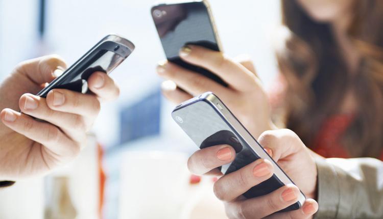 Cep telefonuyla uyumak zararlı mıdır?