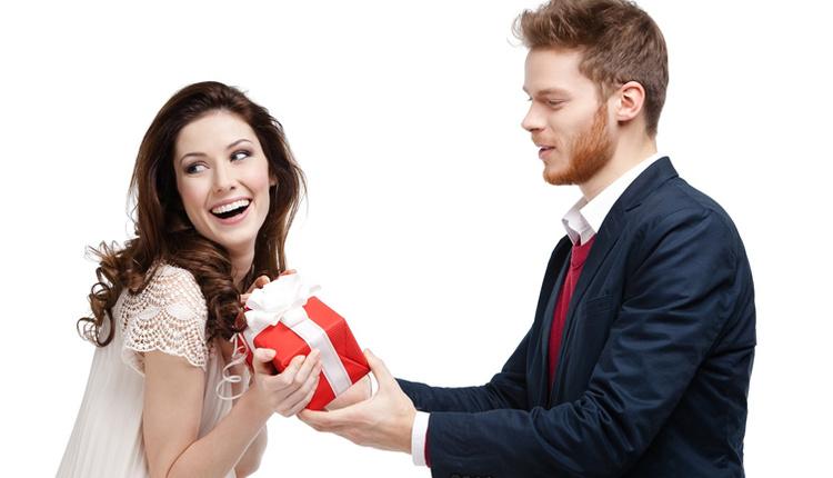 14 Şubat Sevgililer Günü hediyeleri sevgiliye ne almalı ne almamalı anketi sonuçlarına mutlaka bakın