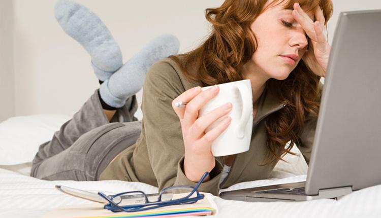 Dijital göz yorgunluğu sendromu nedir nasıl tedavi edilir ekranlara bakmakta zorlanıyorsanız...