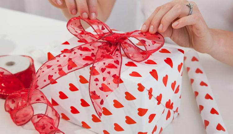 Sevgililer Günü'nde nasıl hediye alınır, en çok alınan hediyeler nelerdir?