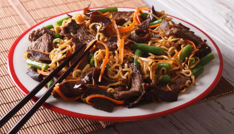 Etli noodle nedir, nasıl yapılır ve gerekli malzemeler nelerdir?