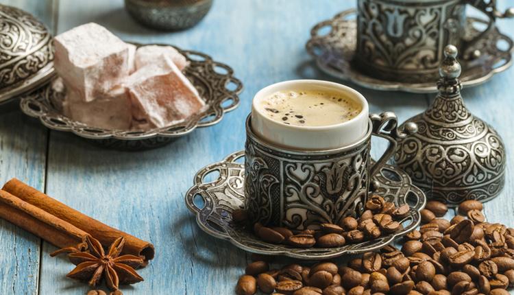 Kahveye kaç şeker koyulur, kahvenin yanındaki su önce mi yoksa sonra mı içilir?