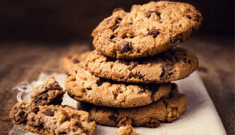 Damla çikolatalı kurabiye nasıl yapılır malzemeleri nelerdir?