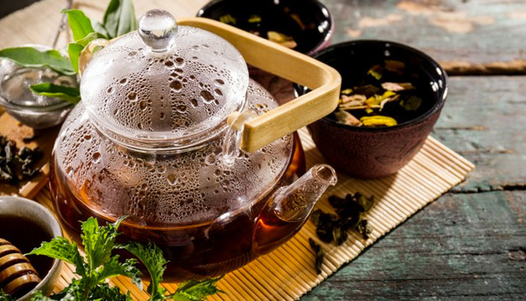 Ramazan'da susuzluğu gideren çay tarifi Ümit Aktaş hazırladı