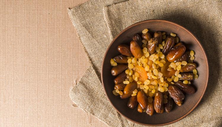 Ramazan'da hurma yemenin faydaları günde 3 tane hurma yerseniz...