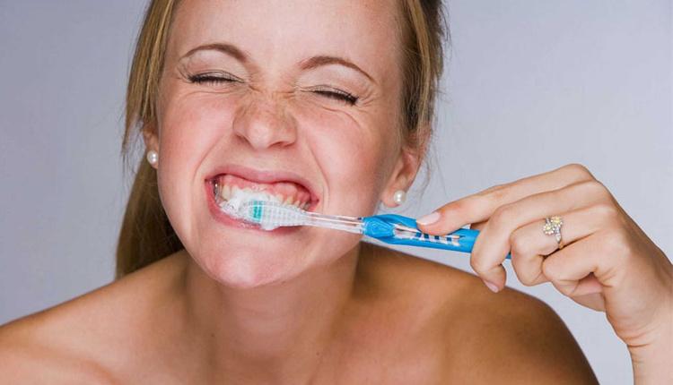 Diş fırçasını karanlık yerde tutmanın zararları tehlike saçıyor!