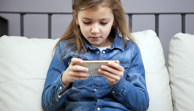 Çocukların internet bağımlılığı nasıl önlenir oyun oynarken dikkat