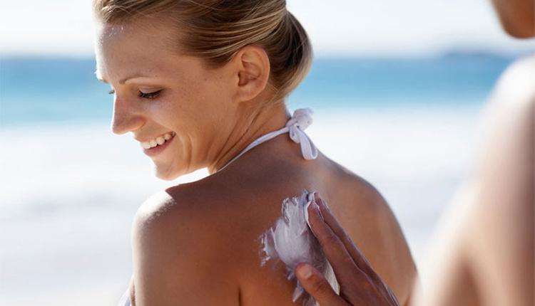 Güneş yanıklarından nasıl kurtulunur evde kendi malzemelerinizi kullanabilirsiniz!