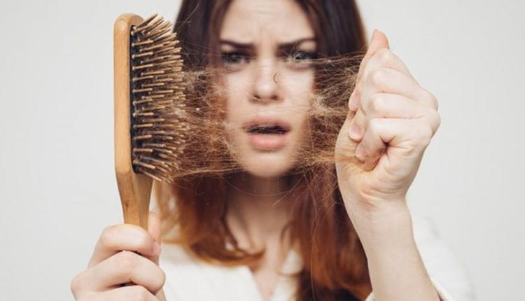 Saç dökülmesinin nedenleri nelerdir ele 5 telden fazla saç teli geliyorsa...