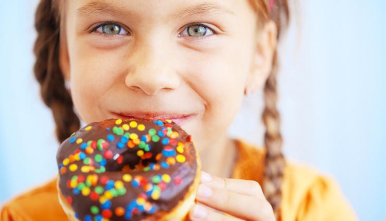 Çocukları diş çürüğü neden olur dışarıda yemek yemek en büyük nedeni!