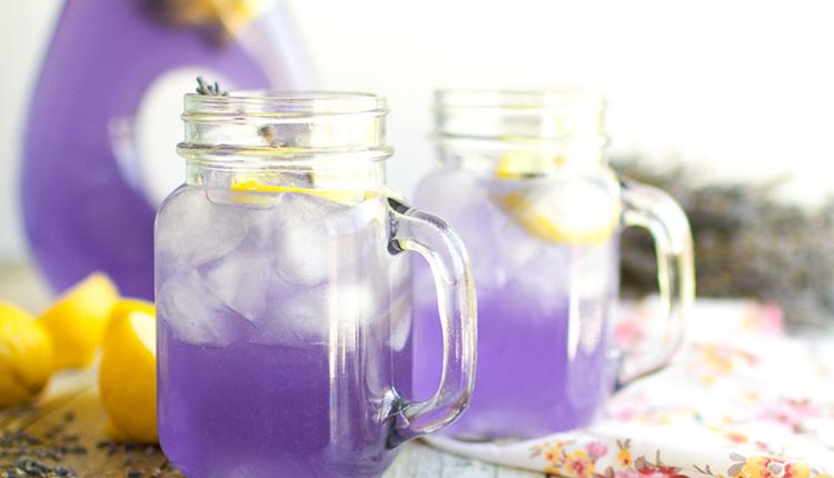 Lavantalı limonata tarifi lezzetine ve kokusuna doyamayacaksınız!