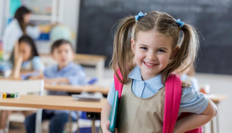 Okul döneminde çocuklar düzene uyum sağlaması için kuralları baştan yazın!