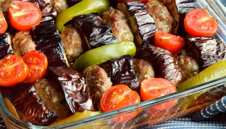 Köfteli patlıcan kebabı nasıl yapılır malzemeleri nelerdir