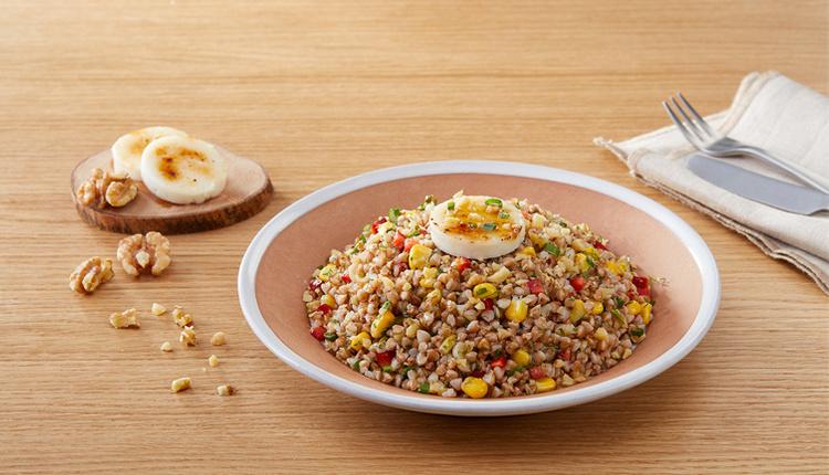 Karabuğday salatası tarifi damak zevkinize göre meyve ekleyin!