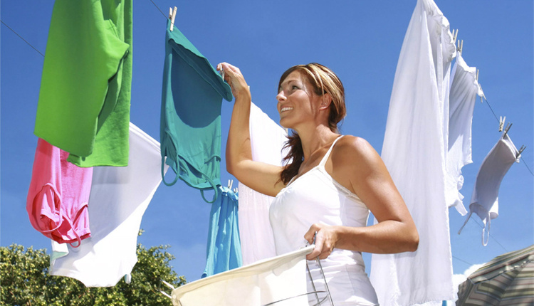 Yağ lekesi kıyafetten nasıl çıkar kabartma tozu dökün!