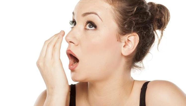 Geçmeyen ağız kokusu neden olur hastalık habercisi olabilir!