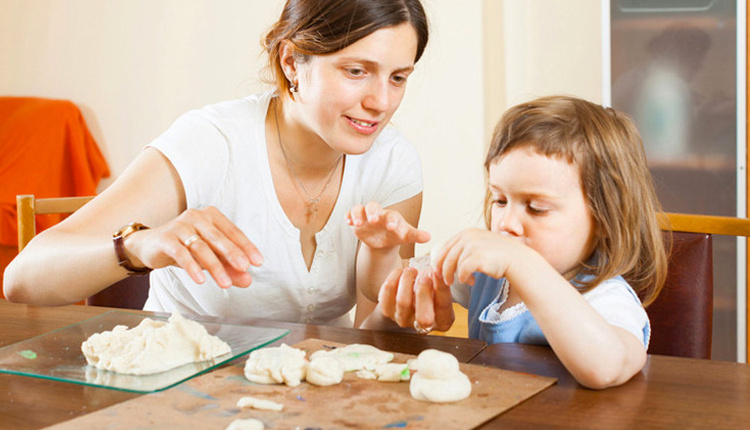 Evde oyun hamuru nasıl yapılır kimyasal madde içermez!