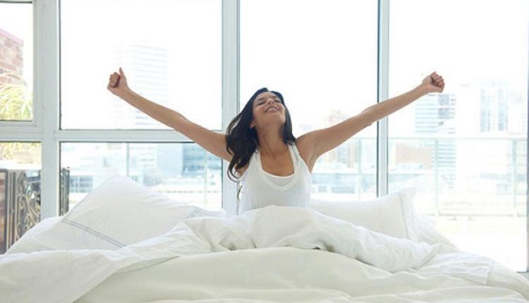 Sabahları kolay uyanmanın yolları alarmı asla ertelemeyin!