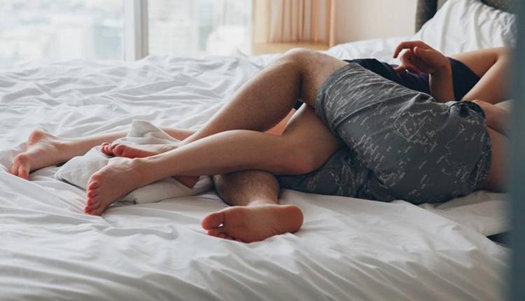 Yatakta erkekleri mutlu etmenin yolları nelerdir ufak öpücükler kondurun!