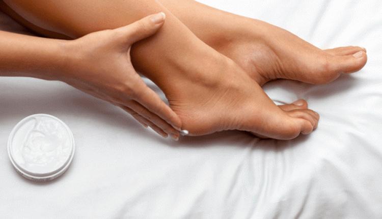 Topuk çatlaklarına doğal tedavi karbonat sürün!