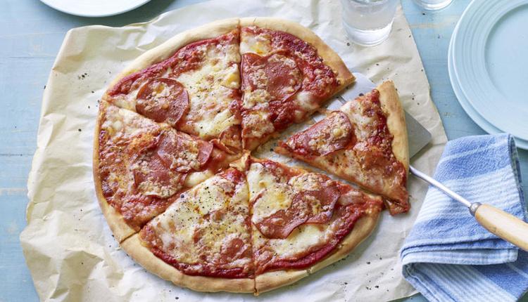 Evde kolay pizza tarifi malzemesini kendiniz belirleyin!
