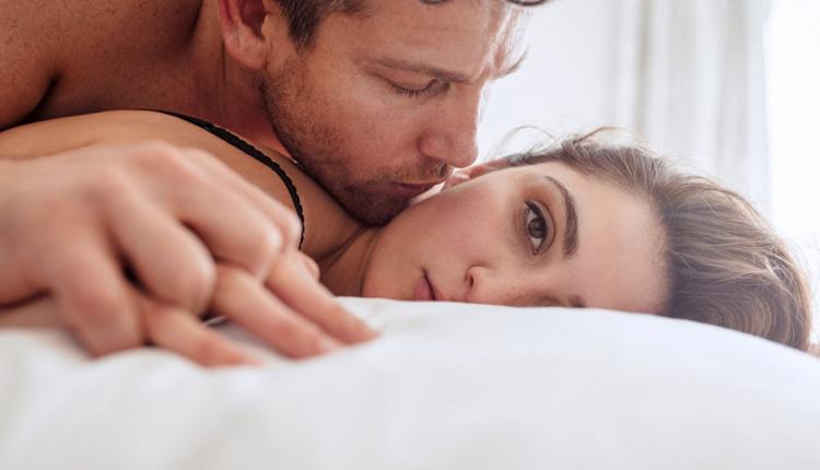 Esnek kızlık zarı kimlerde bulunur seks yaparken kanama olmuyorsa...