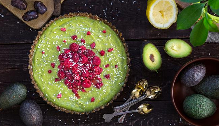 Evde pratik diyet tatlı tarifleri kilo aldırmayan avokadolu tatlı!