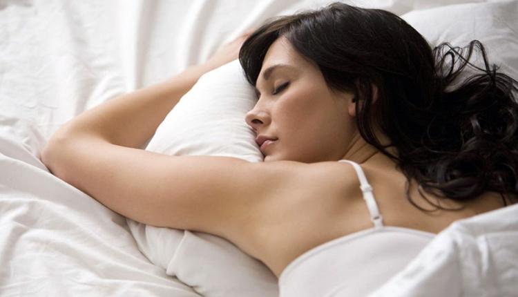 Gece uykuda terlemek neden olur böbreklerinizi üşütmüş olabilirsiniz!