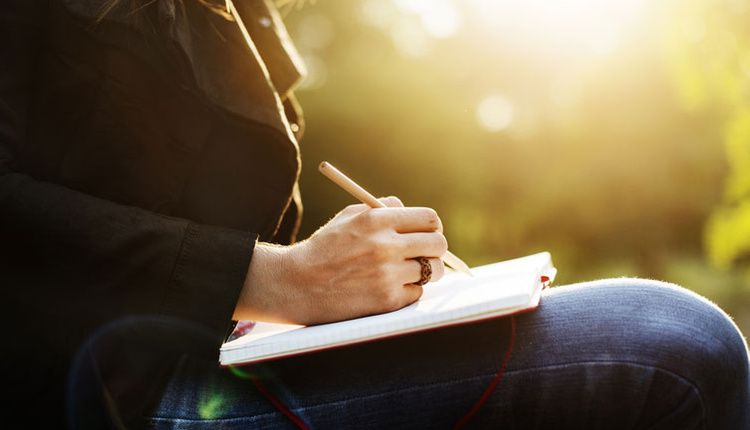 El yazısı kişilik analizi nasıl yapılır sağa doğru eğik yazıyorsanız...