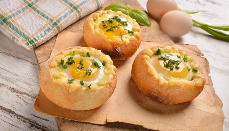 Ekmek çanağında yumurta tarifi nasıl yapılır malzemeleri nelerdir enfes bir tat!